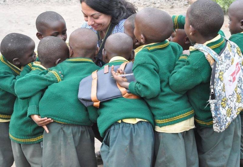 Η εκπαιδευτικός εικαστικής αγωγής Ελενα Καραγιάννη μιλάει για το'' SEND MY FRIEND TO SCHOOL'' της Action Aid και το ταξίδι της στην Ρουάντα.