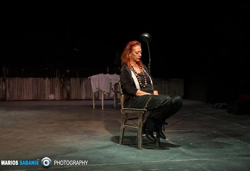 Η Δήμητρα Χατούπη συνομιλεί με την Φωτεινή Κωστούλη για το έργο ''Η Μητέρα του Σκύλου'' του Παύλου Μάτεσι.